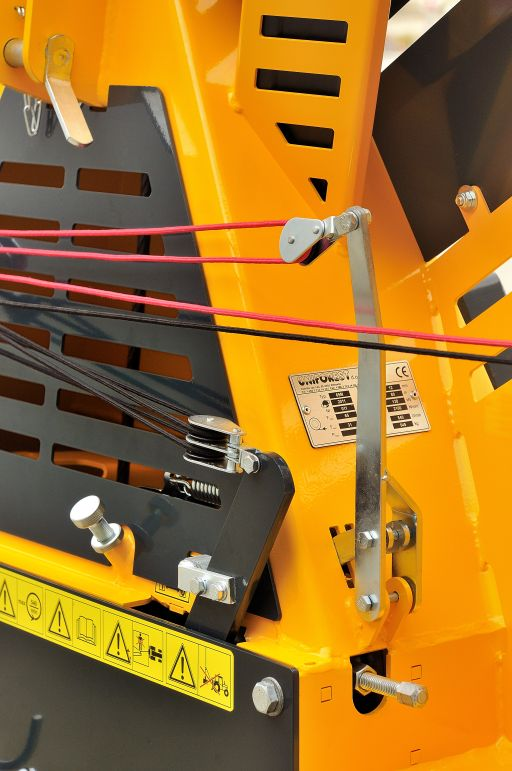 Uniforest mechanical rope control